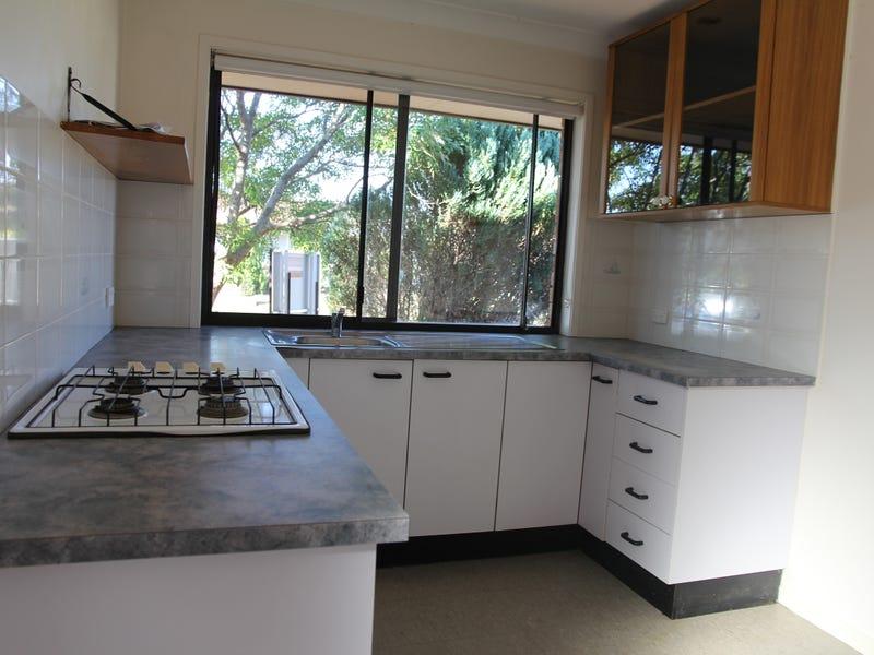 11 Cassinia Court, Wattle Grove, NSW 2173