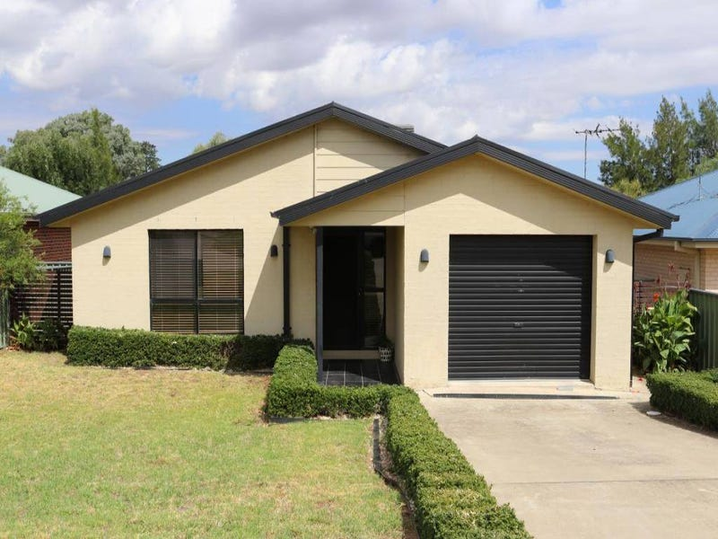 15 Sam Place, Young, NSW 2594