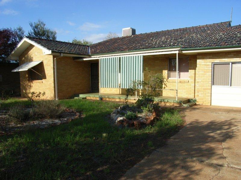 13 Napier Street, Goolgowi, NSW 2652
