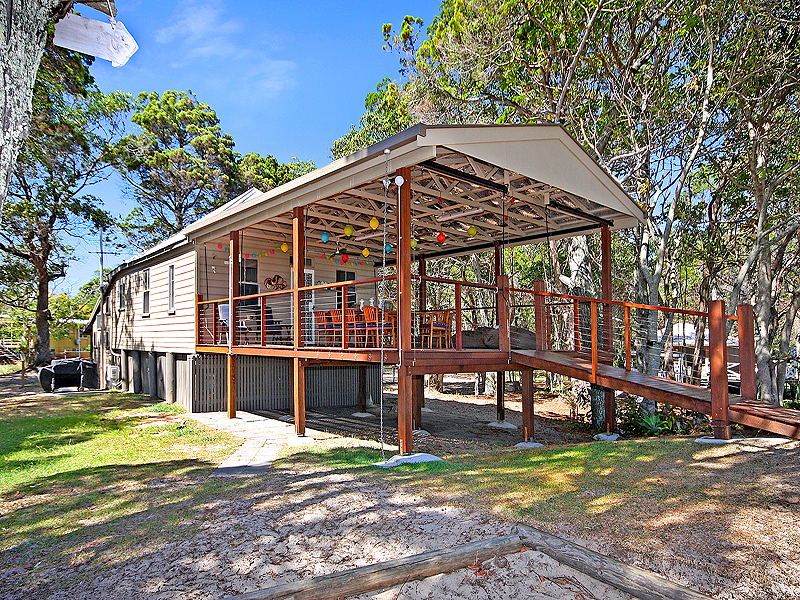 6 Old Ballow Street, Amity Point, Qld 4183
