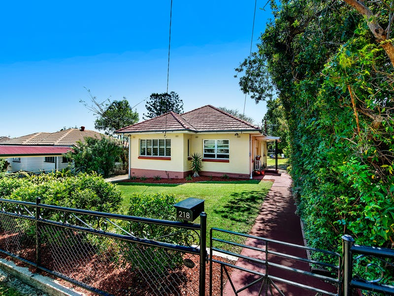 218 Beddoes Street, Holland Park, Qld 4121