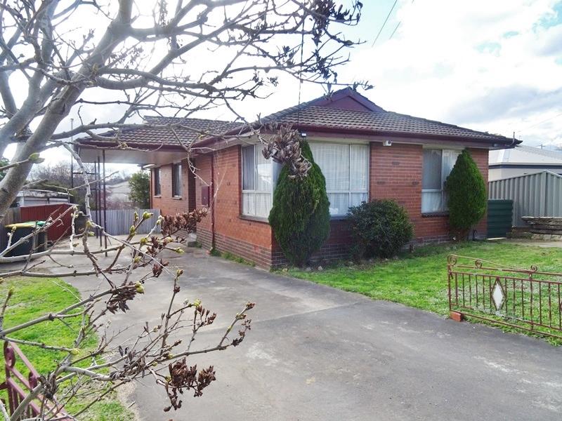 24 Heales Street, Mount Pleasant, Vic 3350