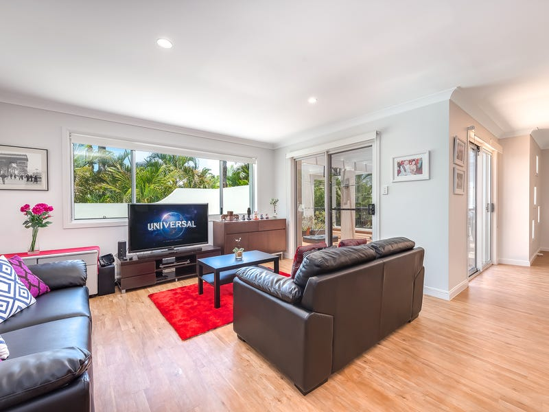 8/100 Cotlew St East, Southport, Qld 4215