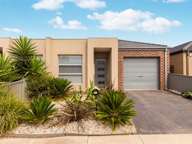2/9 Starflower Way, Truganina, Vic 3029
