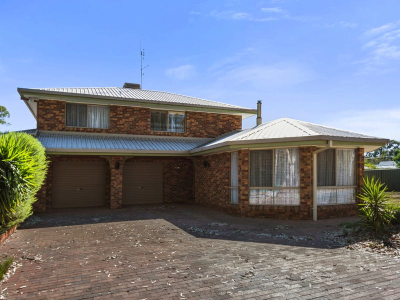 8 Clarcoll Crescent South, Kangaroo Flat, Vic 3555