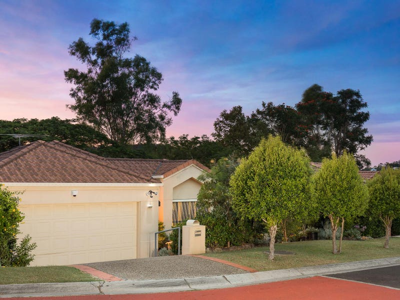 8 Flame Tree Crescent, Carindale