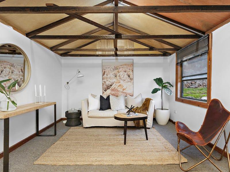 10 Prospect Street, Mount Saint Thomas, NSW 2500
