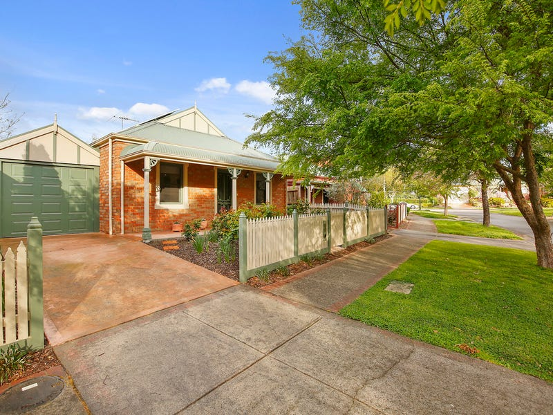 26 Chatswood Grove, Chirnside Park, Vic 3116