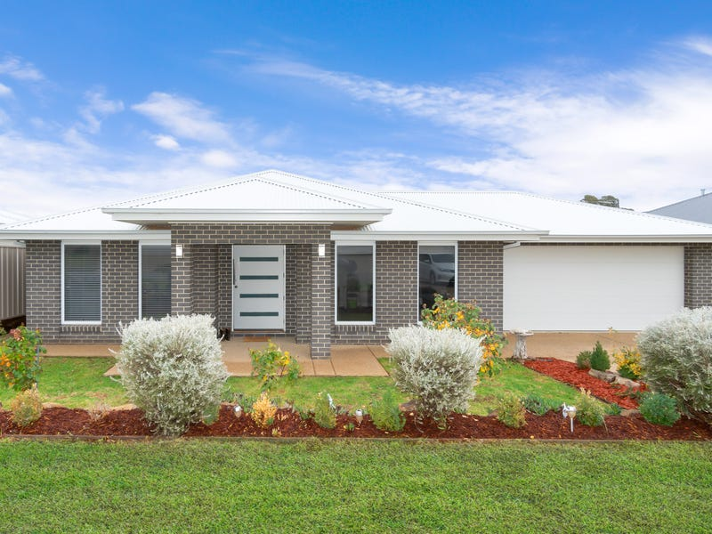 15 Flack Crescent, Boorooma, NSW 2650