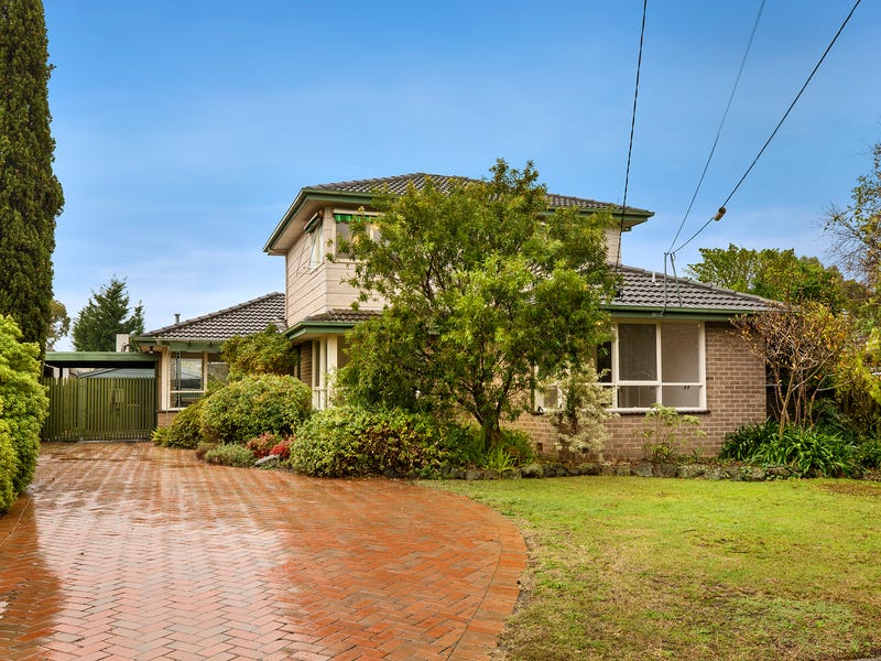 17 Blackwood Drive, Wheelers Hill, Vic 3150