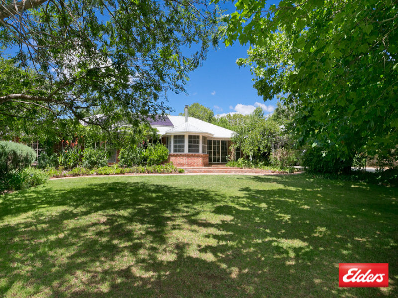 16 Rochford Road, Wallaroo, NSW 2618