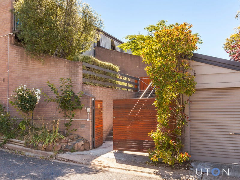 42 English Court, Phillip, ACT 2606