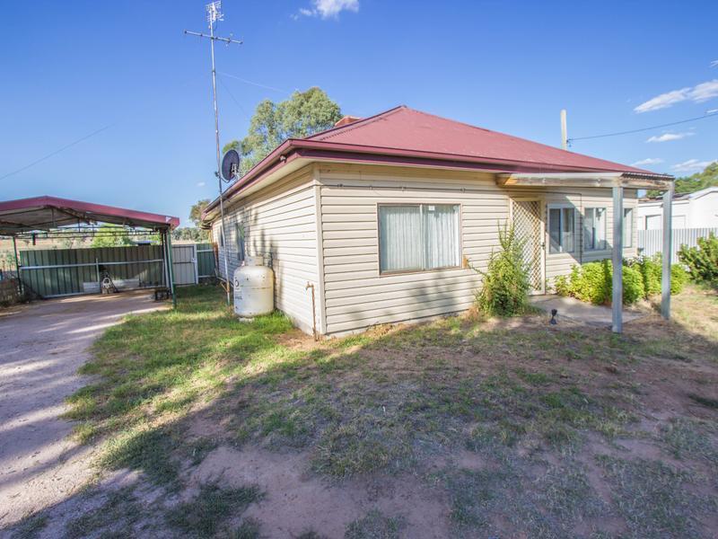 228-230 Irrigation Way, Narrandera