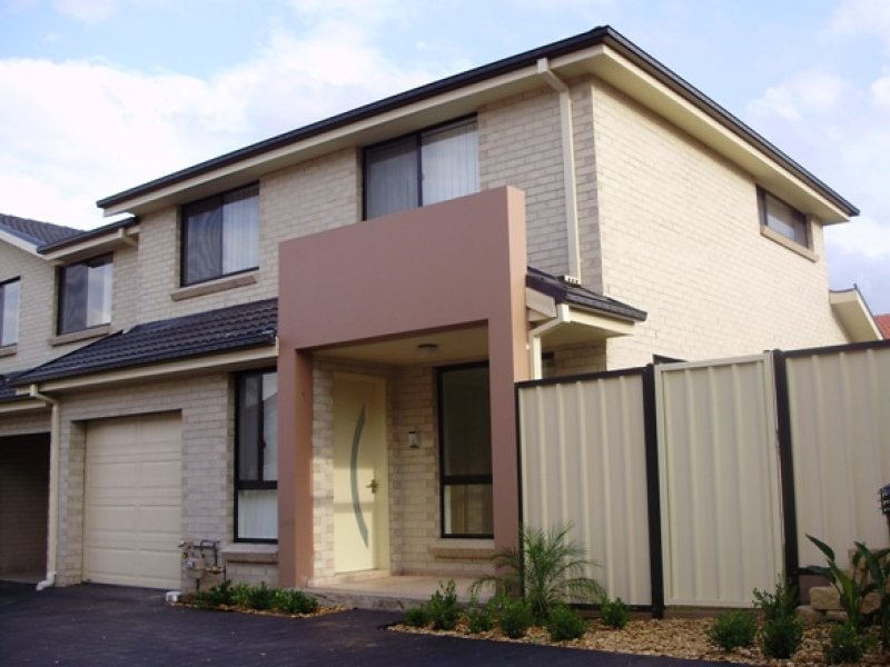 1/10 Lighthorse Pde, Holsworthy, NSW 2173