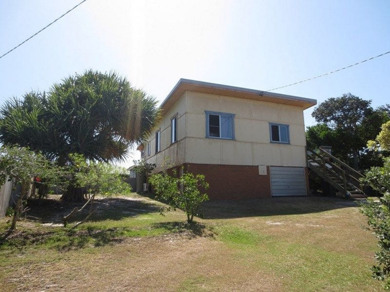 8 Poinsettia Crescent, Brooms Head, NSW 2463