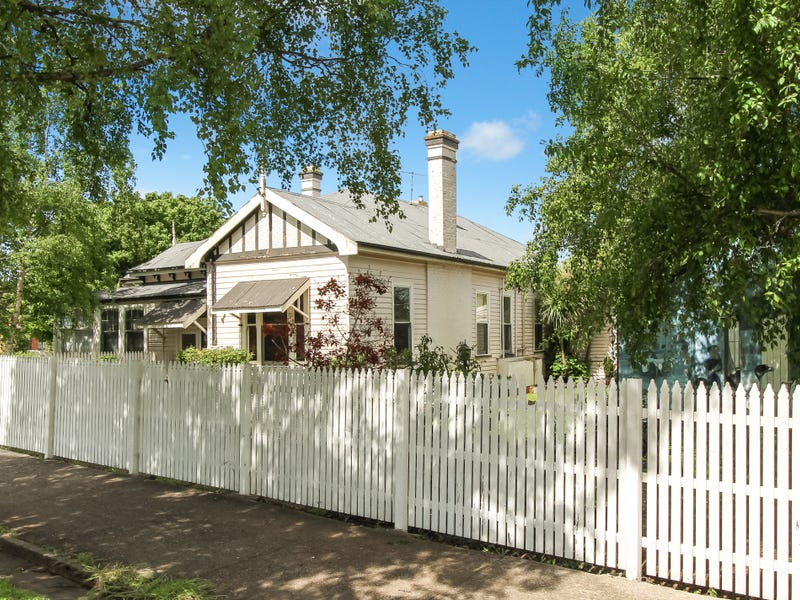 82 Main Street, Sheffield, Tas 7306
