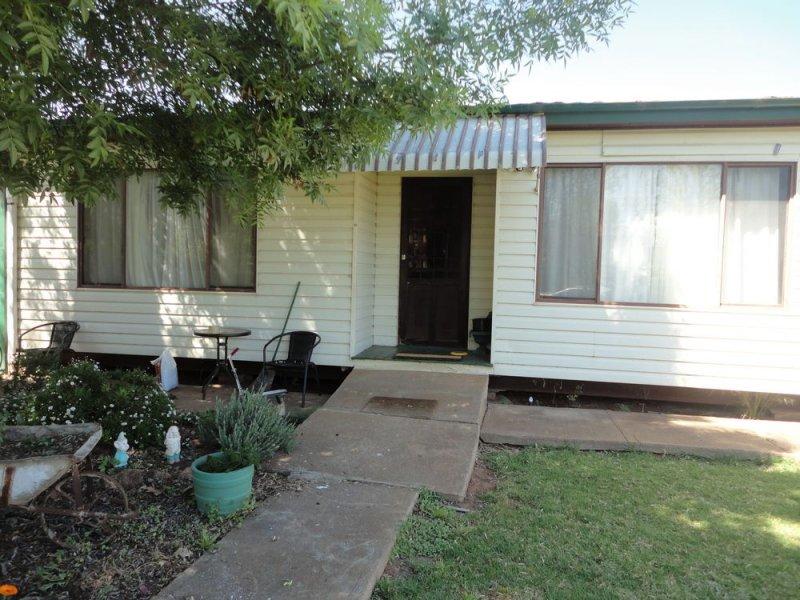 30 Pitt Street, Ariah Park, NSW 2665