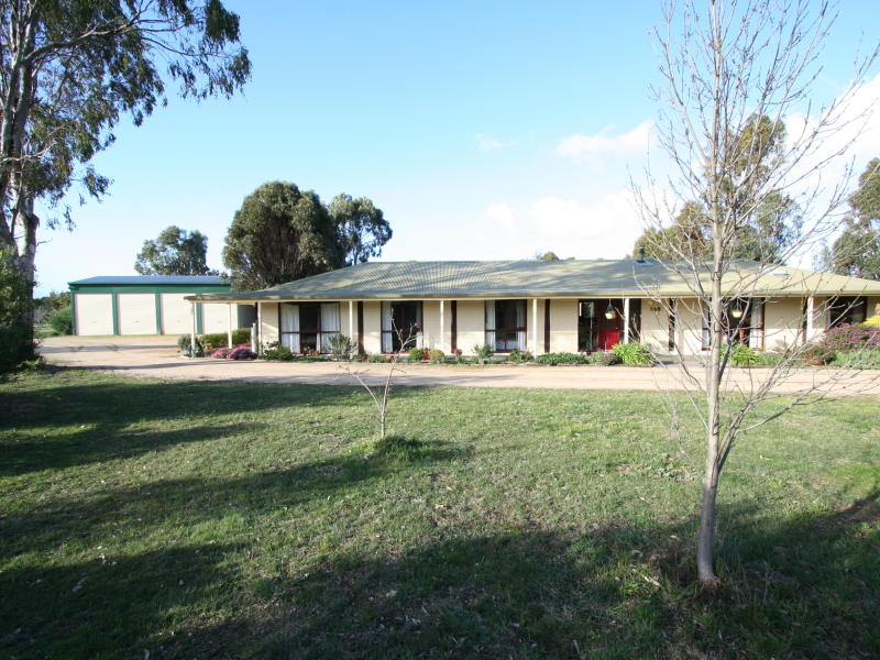 98 Yaamba Road, Riddells Creek, Vic 3431