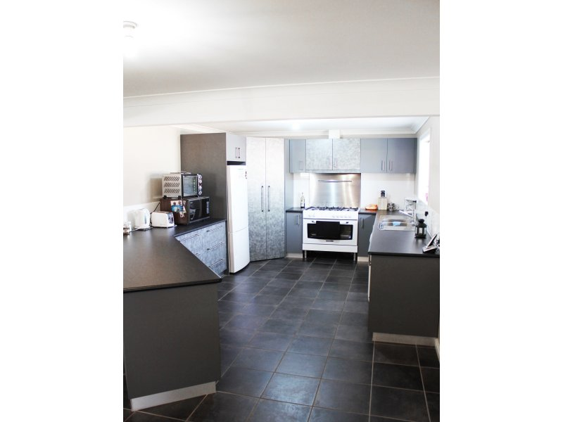 103  Robertson Avenue, Loxton, SA 5333