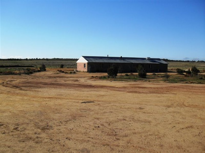 8 Booran South Road, Merredin, WA 6415