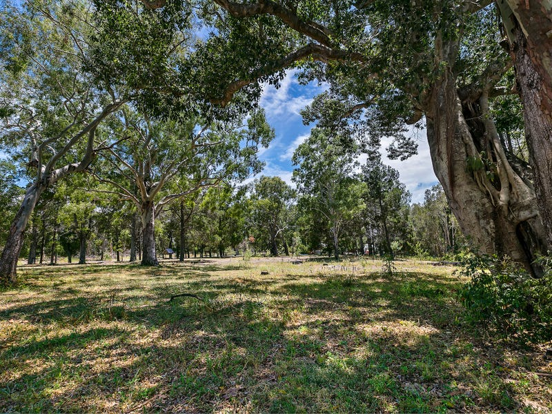 696 Beachmere Road, Beachmere, Qld 4510