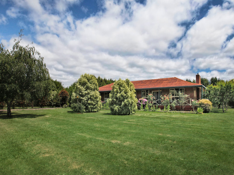936 Bacchus Marsh Road, Bullengarook, Vic 3437