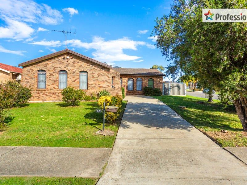 44 Oliveri Crescent, Green Valley, NSW 2168