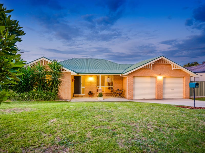 42 Dunne Crescent, Thurgoona, NSW 2640