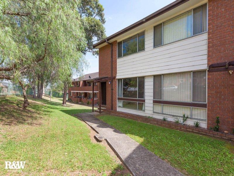 4/18 Westmoreland Road, Minto, NSW 2566