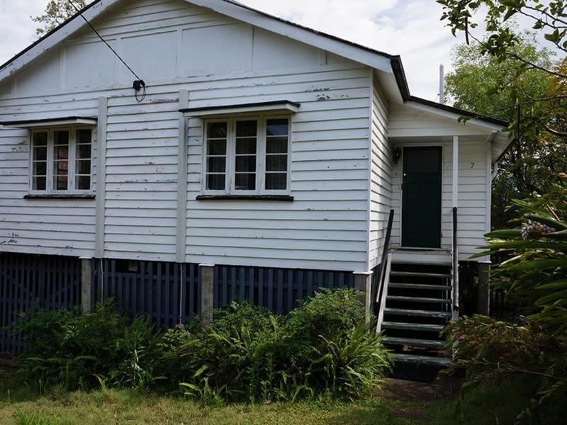 7 Seven Oaks Street, Taringa, Qld 4068