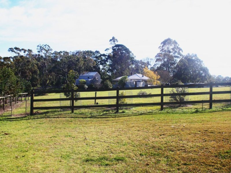 8 Charltons Creek Rd, Berrilee, NSW 2159