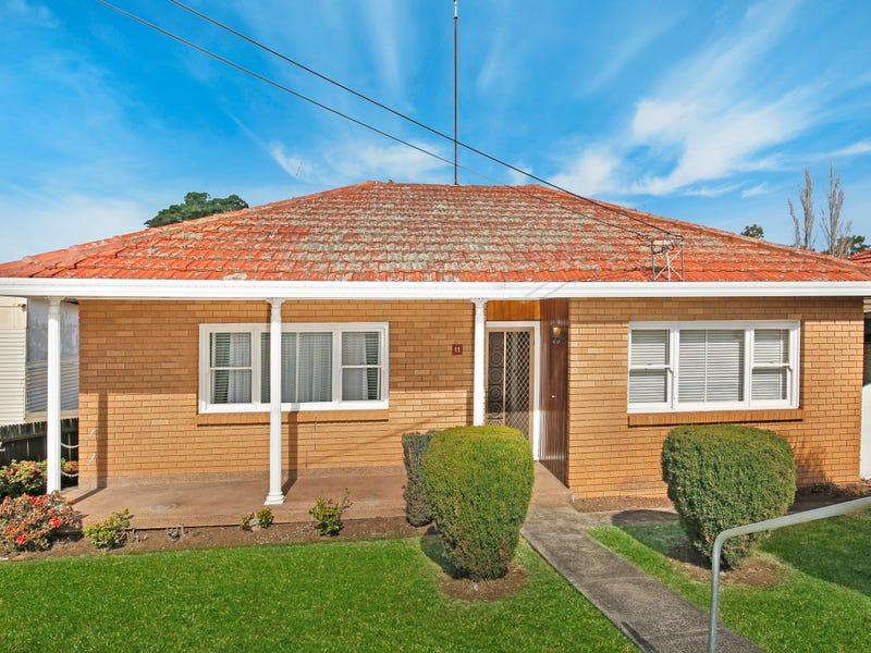 11 Ranchby Avenue, Lake Heights, NSW 2502