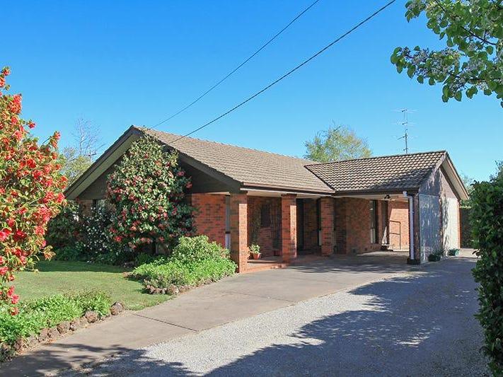 17 Savages Lane, Woodend, Vic 3442