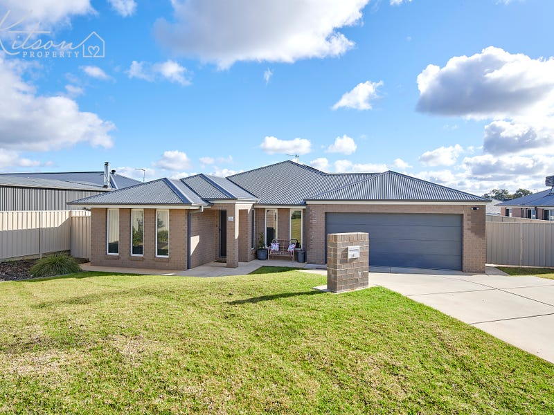 4 Mordie Place, Gobbagombalin, NSW 2650