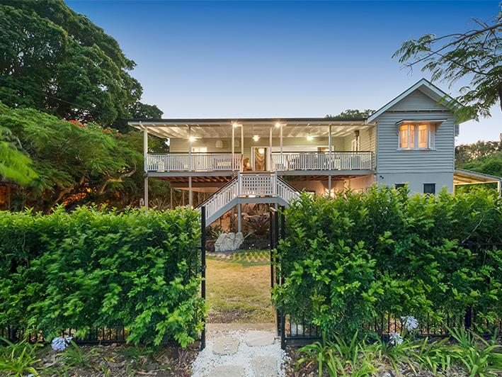 4 Railway Pde, Shorncliffe, Qld 4017