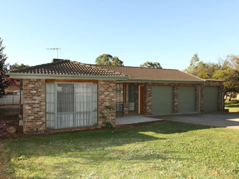 5 Namai Place, Queanbeyan West, NSW 2620