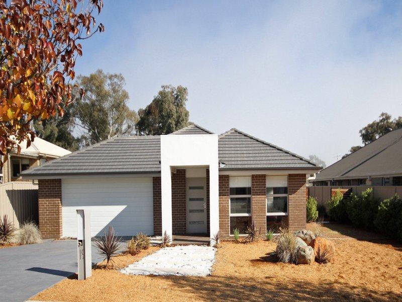 19 McKenna Ave, Yass, NSW 2582