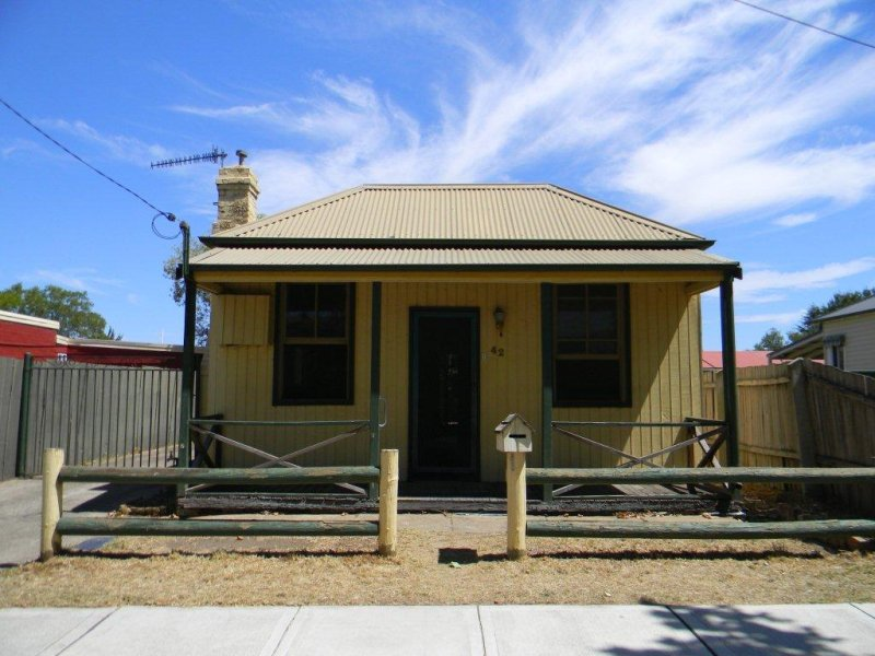 42  CHATSBURY STREET, Goulburn, NSW 2580