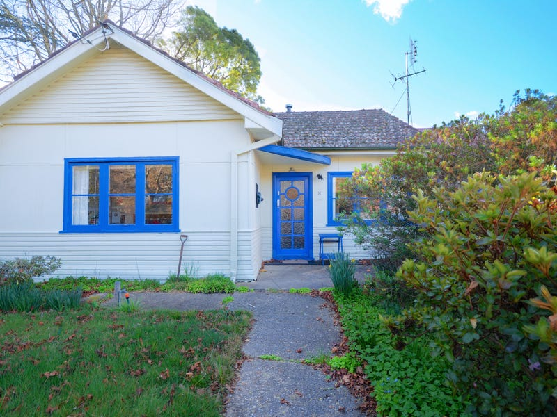 8 Carysfort Street, Blackheath, NSW 2785