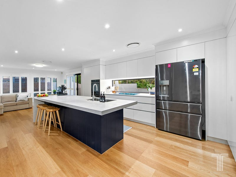 3 Arncliffe Close, Carindale, Qld 4152