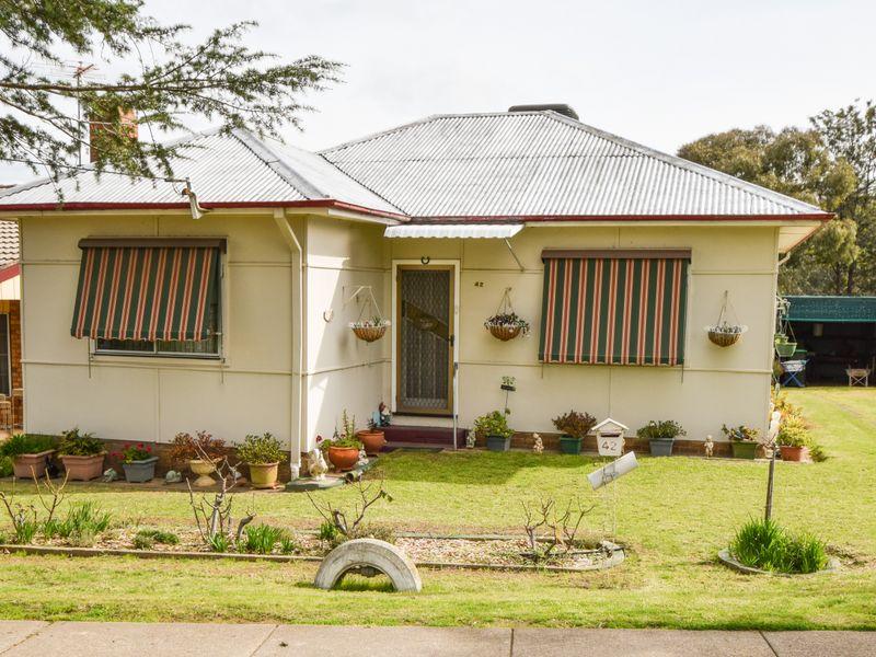 42 Blackett Avenue, Young, NSW 2594