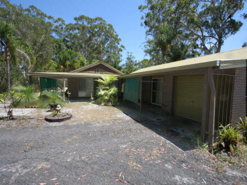 993 Brooms Head Road, Taloumbi, NSW 2463