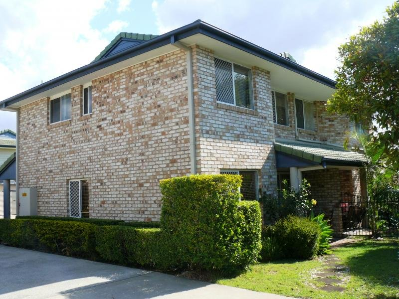 2/90-92 Pohlman Street, Southport, Qld 4215
