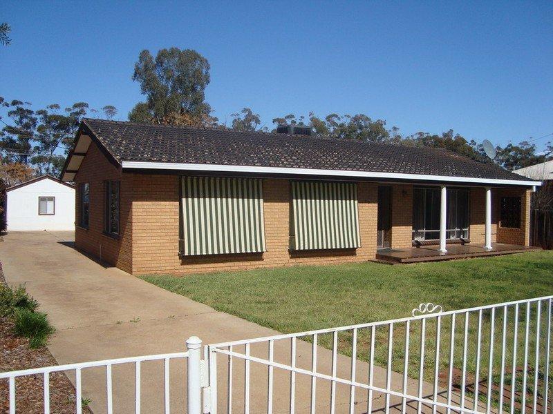 42 Dunn Street, Tharbogang, NSW 2680
