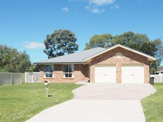 8 Elizabeth Avenue, Uralla, NSW 2358