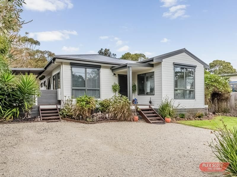 15 OUTLOOK DRIVE, Cowes, Vic 3922