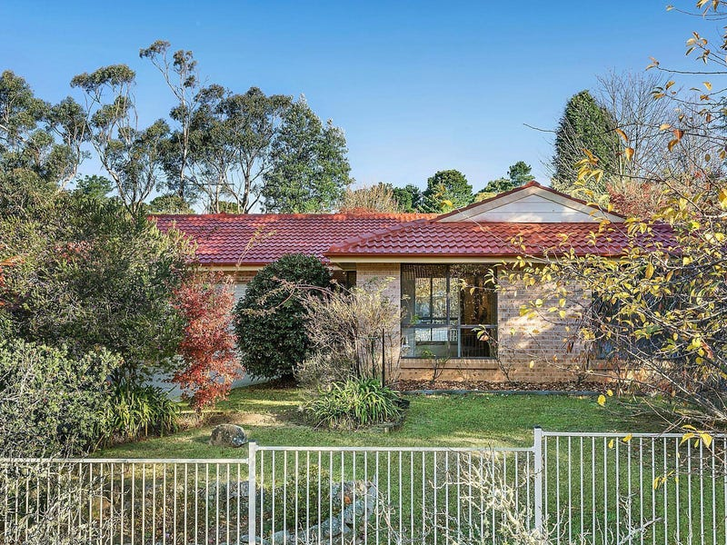 17 Evergreen Circle, Wentworth Falls, NSW 2782