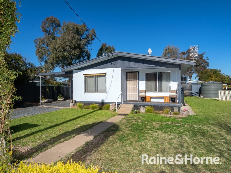 8 Centenary Avenue, Tarcutta, NSW 2652