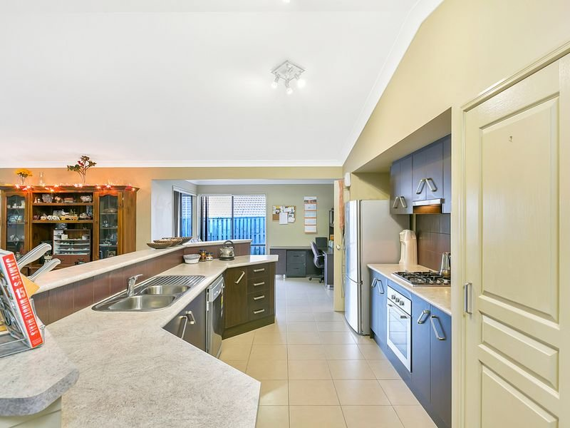 60 Harmsworth Rd, Pacific Pines, Qld 4211