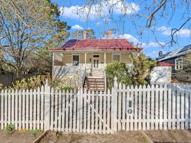 120 Falls Road, Wentworth Falls, NSW 2782
